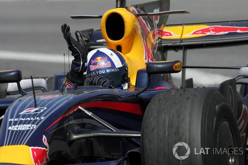 Третье место занял Дэвид Култхард, тактически переигравший всех остальных претендентов на призовое шампанское. Этот подиум стал единственным для Red Bull в сезоне-2008 и последним в карьере шотландца