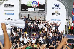 Podyum: Yarış galibi Sébastien Ogier, Julien Ingrassia, M-Sport Ford WRT Ford Fiesta WRC takım ile