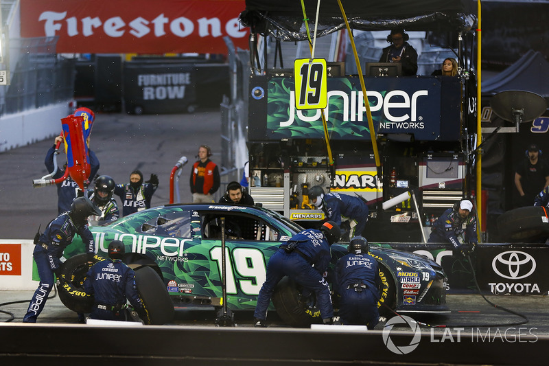 Brandon Jones, Joe Gibbs Racing, Toyota Camry Juniper pit stop