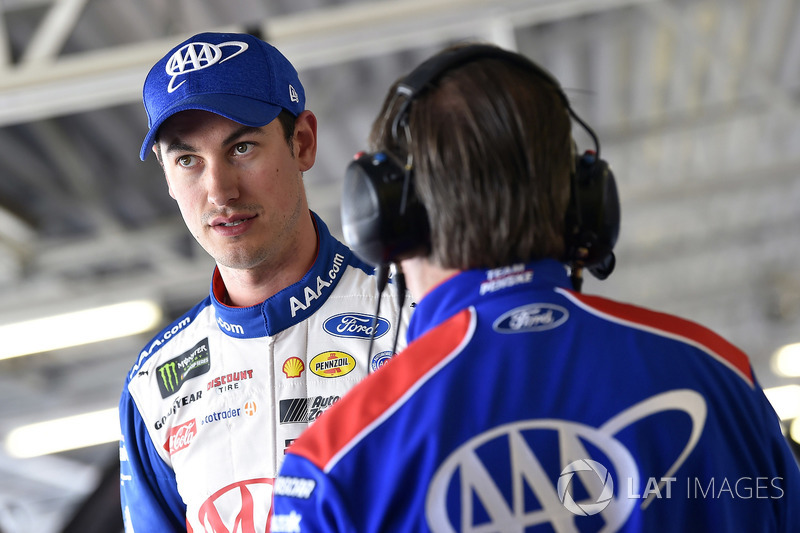 Joey Logano, Team Penske, Ford Fusion AAA Insurance y Todd Gordon