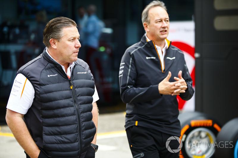 Zak Brown, Director Ejecutivo, McLaren Technology Group, y Jonathan Neale, Director Ejecutivo, McLaren