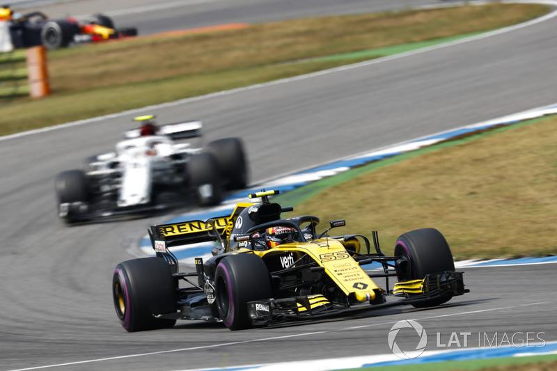 Карлос Сайнс, Renault Sport F1 Team RS18, и Шарль Леклер, Alfa Romeo Sauber C37