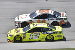 Ryan Blaney, Team Penske, Ford Fusion Menards/Richmond, David Ragan, Front Row Motorsports, Ford Fusion Bad Boy Mowers