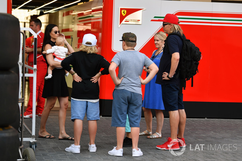 Minttu Virtanen esposa de Kimi Raikkonen, Ferrari con su hija Rianna Raikkonen y familia