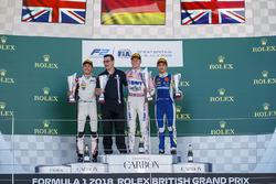 Podium: winnaar Maximilian Gunther, BWT Arden, tweede George Russell, ART Grand Prix, derde Lando Norris, Carlin