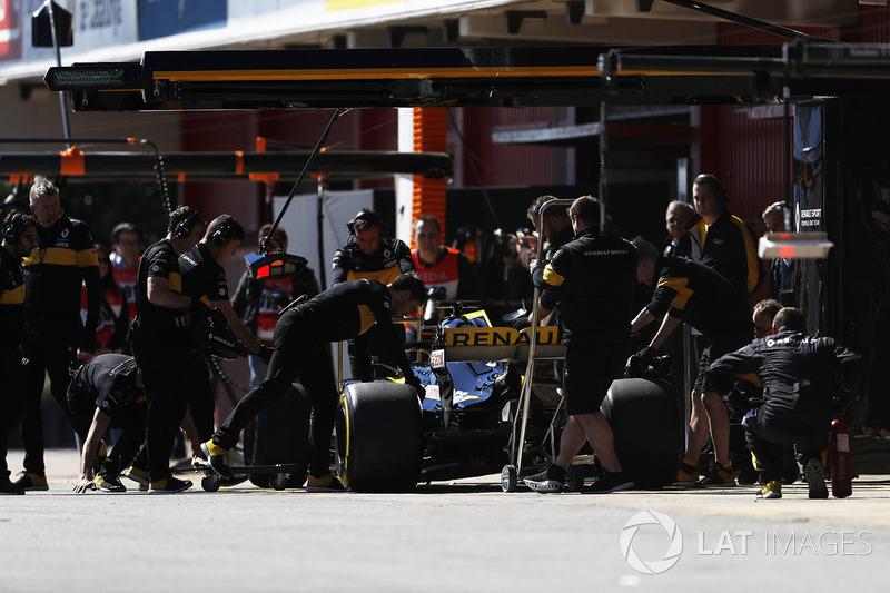 Nico Hulkenberg, Renault Sport F1 Team RS18., pit stop action
