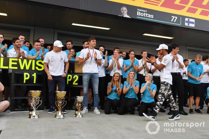Ünneplés a garázs előt - Szocsi - Orosz Nagydíj - F1 2018