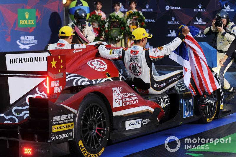 vincitori LMP2 #37 Jackie Chan DC Racing Oreca 07 Gibson: Jazeman Jaafar, Weiron Tan, Nabil Jeffri