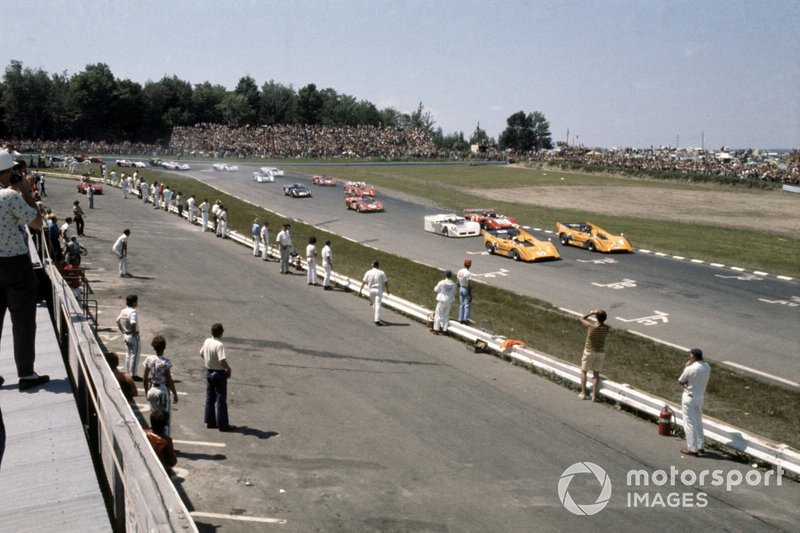 Hulme and Gurney in Can-Am McLaren M8D-Chevys in 1970. Dan got a late call up to the team following Bruce McLaren's death and he won two races, although here at Watkins Glen it would be Hulme who prevailed.