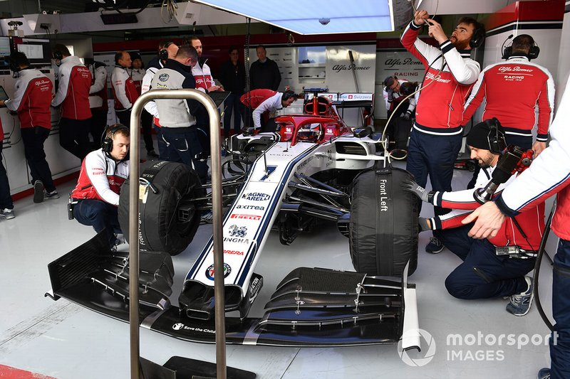Kimi Raikkonen, Alfa Romeo Racing C38 in the garage