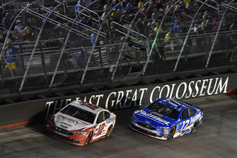 Ryan Blaney, Team Penske, Ford Fusion REV and Ricky Stenhouse Jr., Roush Fenway Racing, Ford Fusion Fastenal