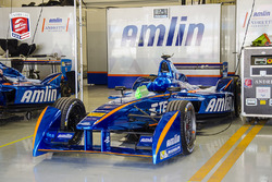 Auto de Simona de Silvestro, Amlin Andretti Formula E en el garaje