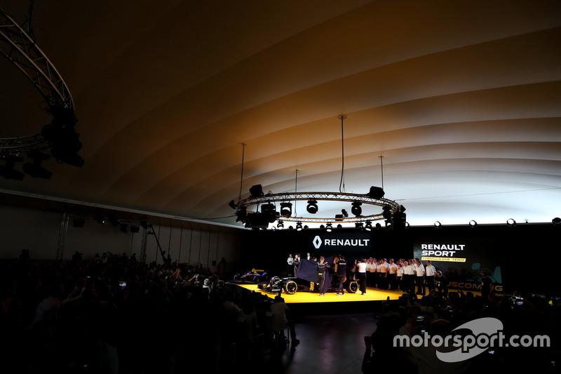 Jolyon Palmer, Renault F1 RS.16 driver Renault Sport F1 team, Kevin Magnussen, Renault F1 RS.16 driv