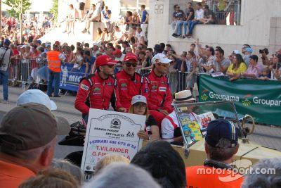 Desfile de pilotos para as 24 Horas de Le Mans