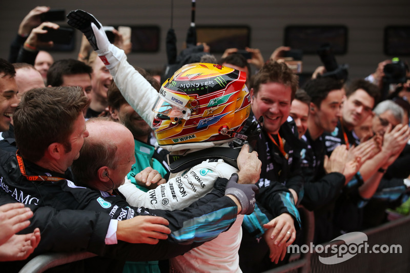 Race winner Lewis Hamilton, Mercedes AMG, celebrates in Parc Ferme with the team