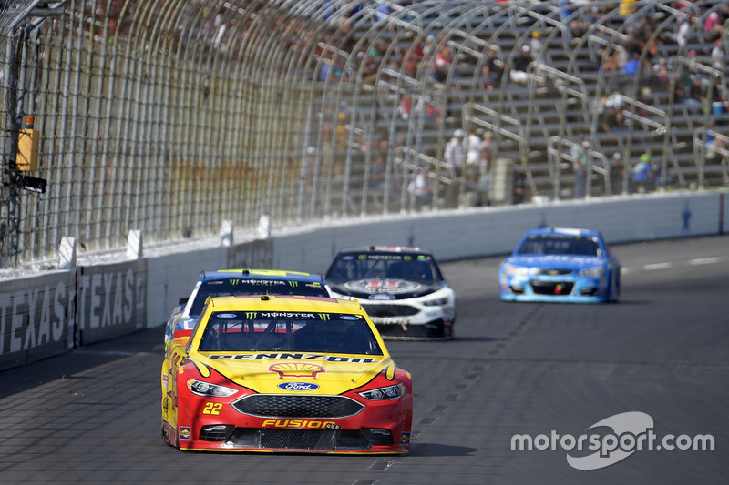 Joey Logano, Team Penske, Ford; Jimmie Johnson, Hendrick Motorsports, Chevrolet