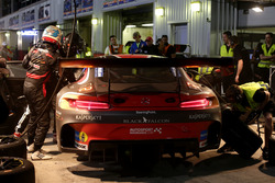 Pit stop #2 Black Falcon Mercedes AMG GT3: Khaled Al Qubaisi, Jeroen Bleekemolen, Patrick Assenheimer, Manuel Metzger