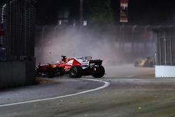 Sebastian Vettel, Ferrari SF70H dans le mur