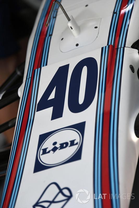 Номер 40 на носовом обтекателе Williams FW40 Пола ди Ресты