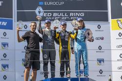 Podio: il vincitore della gara Max Fewtrell, Tech 1 Racing, il secondo classificato Sacha Fenestraz, Josef Kaufmann Racing, il terzo classificato Max Defourny, R-ace GP