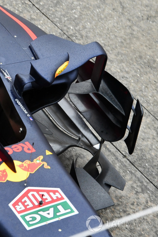 Red Bull Racing Rb13 sidepod ve barge board detay