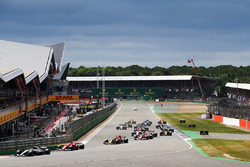 Start of the race, Lewis Hamilton, Mercedes AMG F1 leads