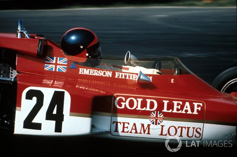 В субботу еще быстрее проехал Эмерсон Фиттипальди на Lotus (1:42.659), но Стюарт быстро вернулся на первую строчку, перекрыв этот результат еще на 17 тысячных секунды. Третья позиция – в те годы она также располагалась на первом стартовом ряду – досталась Дэнни Хьюму из McLaren.