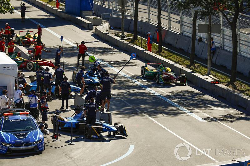 Lucas di Grassi, ABT Schaeffler Audi Sport, pit stop