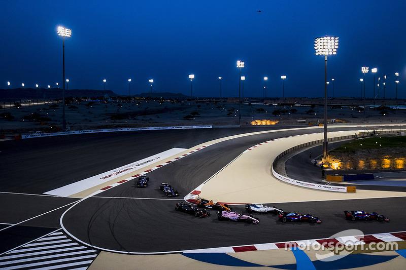 Daniil Kvyat, Scuderia Toro Rosso STR12, Carlos Sainz Jr., Scuderia Toro Rosso STR12, Lance Stroll, Williams FW40, Sergio Perez, Force India VJM10