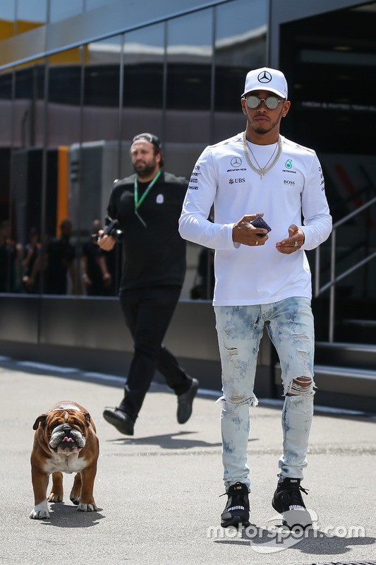 Lewis Hamilton, Mercedes AMG F1, his dog Roscoe