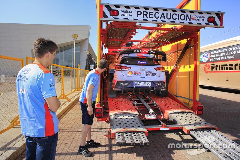 Автомобили Hyundai Motorsport прибыли в сервис-парк из Мехико
