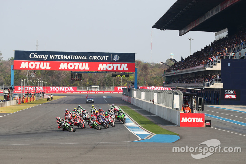 Jonathan Rea, Kawasaki Racing leads the start