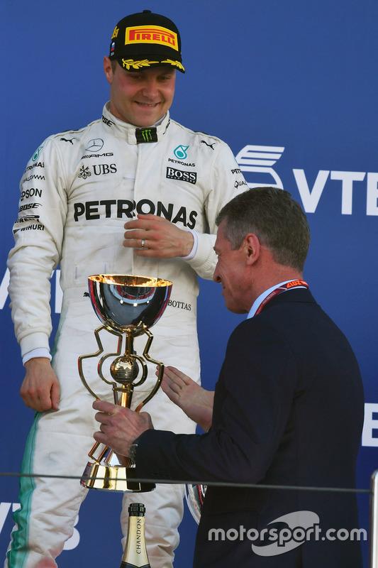 Podium: race winner Valtteri Bottas, Mercedes AMG F1, Dmitry Kozak, Deputy Prime Minister of the Russian Federation