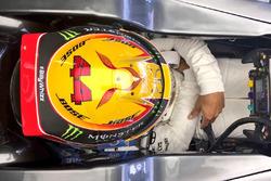 Lewis Hamilton, Mercedes AMG F1 W08, mit Gruß an Billy Monger
