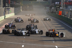 Daniel Ricciardo, Red Bull Racing RB13, Lance Stroll, Williams FW40, Felipe Massa, Williams FW40 y Nico Hulkenberg, Renault Sport F1 Team RS17
