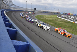 Kyle Larson, Chip Ganassi Racing, Chevrolet; Brandon Jones, Richard Childress Racing, Chevrolet