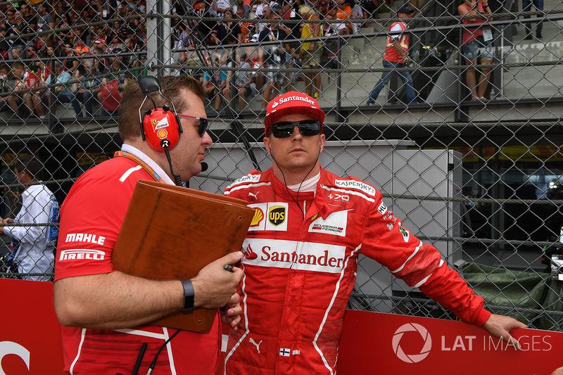 Кімі Райкконен (Ferrari) зі своїм гоночним інженером Дейвом Грінвудом