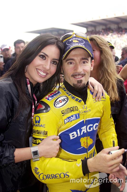 Max Biaggi, Pramac Pons, mit einem Gridgirl
