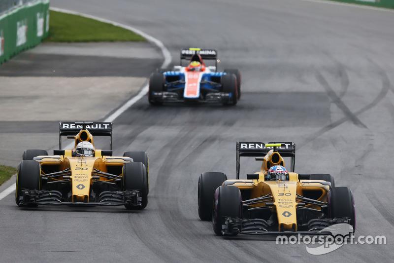 Джоліон Палмер, Renault Sport F1 Team RS16 та товариш по команді Кевін Магнуссен, Renault Sport F1 Team RS16