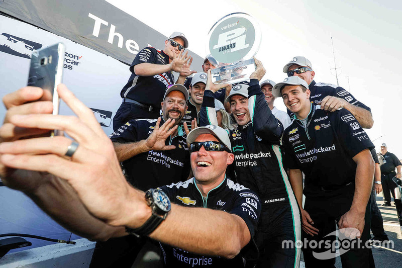 Polesitter Simon Pagenaud, Team Penske Chevrolet celebrates with his team