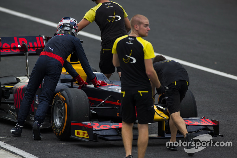 Pierre Gasly, PREMA Racing, mit Unterstützung von Mechnikern von DAMS