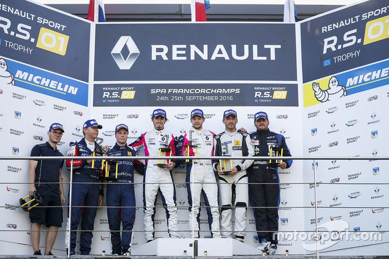 Podium: Sieger #2 R-ace GP Racing, Renault RS01: Raoul Owens, Fredrik Blomstedt; 2. #21 Equipe Verschuur, Renault RS01: Pieter Schothorst, Jeroen Schothorst; 3. #16 Team Duqueine, Renault RS01: Robert Kubica, Christophe Hamon