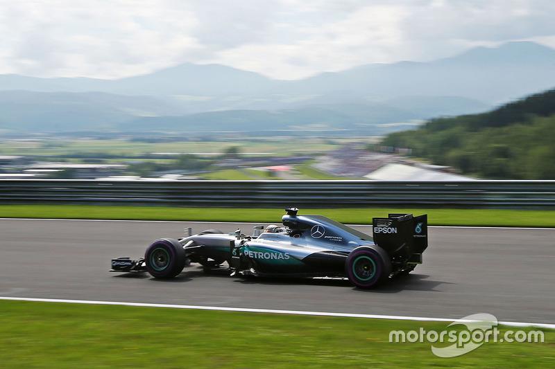 27º: Lewis Hamilton, Mercedes F1 W07 Hybrid, Spielberg 2016. Tiempo: 1:07.922