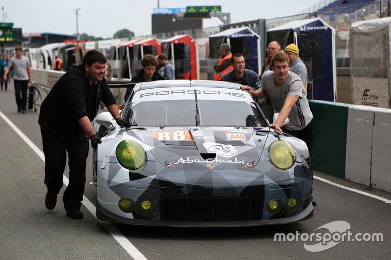 #88 Abu Dhabi-Proton Racing, Porsche 911 RSR