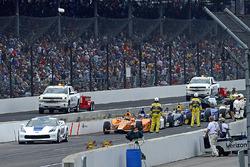 Fernando Alonso, Andretti Autosport Honda, und Rest des Feldes warten während einer Rennunterbrechun