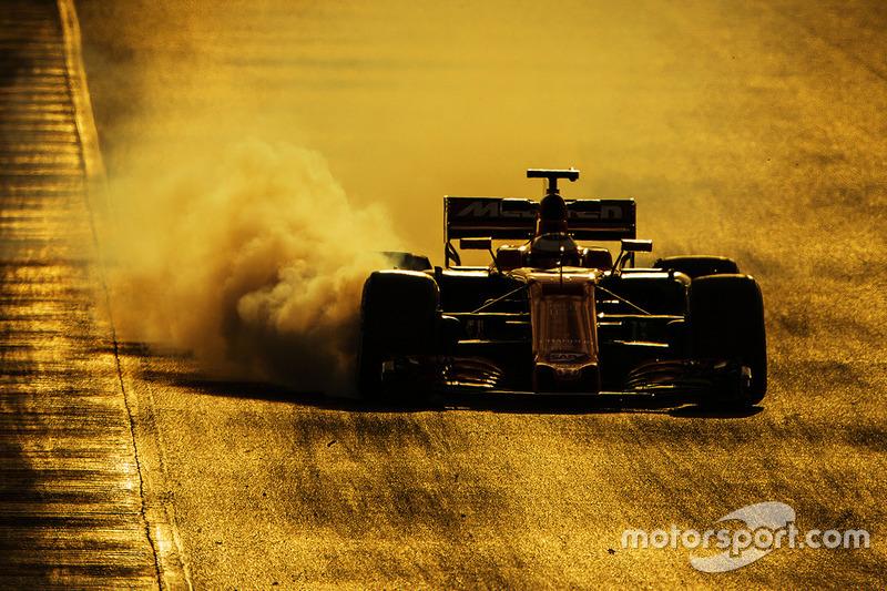 1. Stoffel Vandoorne, McLaren MCL32 se bloquea en la frenada