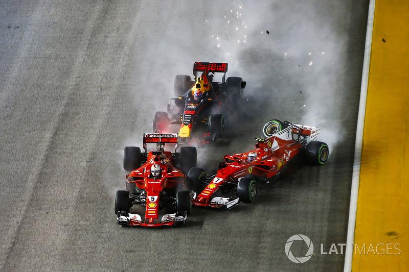 3. Kimi Raikkonen, Ferrari SF70H impacta con Sebastian Vettel, Ferrari SF70H y Max Verstappen, Red Bull Racing RB13