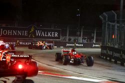 Sebastian Vettel, Ferrari SF70H, va a sbattere nel primo giro