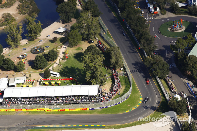 Lewis Hamilton, Mercedes AMG F1, W08; Sebastian Vettel, Ferrari SF70; Valtteri Bottas, Mercedes AMG F1, W08