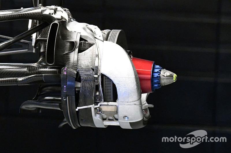 Mercedes W08 disc brake detail